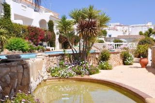 2 bedroom apartment Praia Da Luz Western Algarve 4 people.