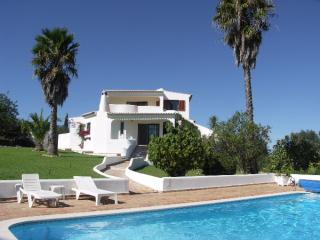 8 bedroom villa Armacao De Pera Central Algarve 8 people.