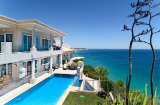 4 bedroom villa Salema Western Algarve 9 people.