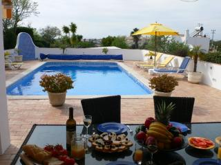 3 bedroom Villa Rua Guine Bissau, Carvoeiro Algarve 7 people
