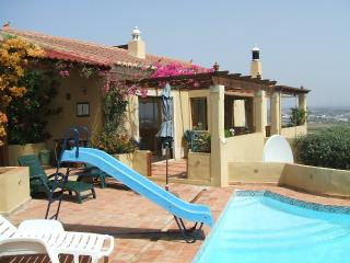 BONZER VIEW - FREE SOLAR HEATED POOL Peaceful Rural Only 1km From Lagos Centre