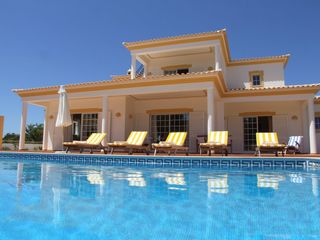 4 bedroom villa Albufeira Central Algarve 8 people.